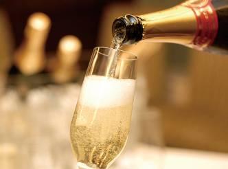 サラベス 東京店|ルーフトップテラス 『スパークリングワイン フリーフロー』