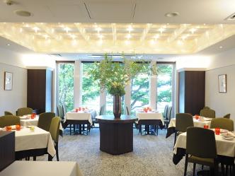 ブラン・ド・ブランのバイ ザ グラス プロモーションがRestaurant FEUにて開催