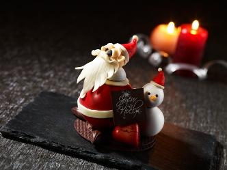 ザ・プリンス パークタワー東京|クリスマスに幸せを運ぶサンタクロースのチョコレート細工